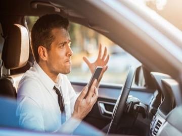 Trafikte, Araç Kullanırken Cep Telefonu İle Konuşmanın ...